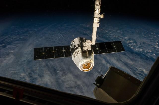 spaceX PICiss040e000416